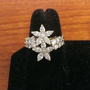 Jewelry - 14K Gold Diamond Flower Ring